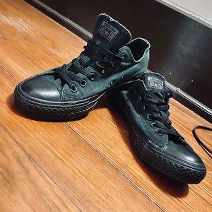 EUC All Black Converse